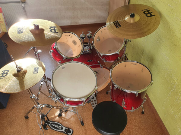 Furtwangen - Basix Schlagzeug Drumset Cherry Red + Meinl HCS Beckenset + Premier HiHat + Hocker!